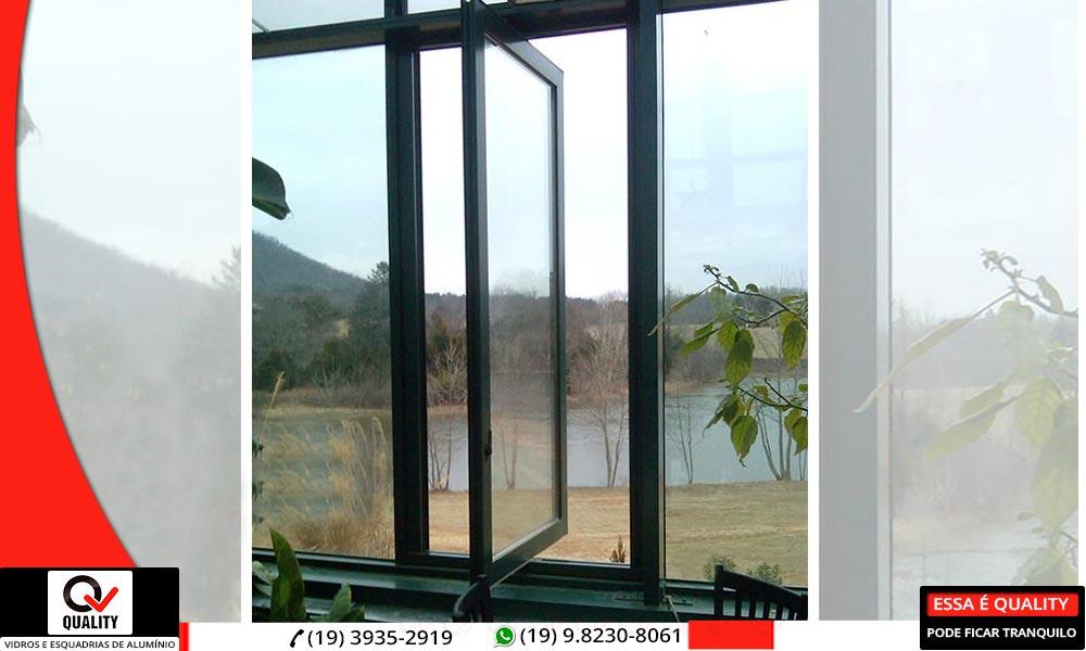 janela pivotante