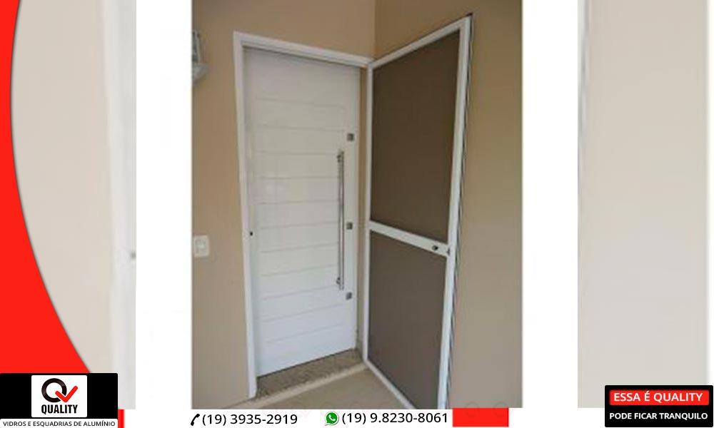 Porta de alumínio com tela