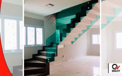 Escada com vidro verde temperado e boton